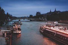 Paris, France (pas le matin) Tags: boat bateau water eau fleuve seine river building sky ciel ship travel paris france voyage europe europa canon 350d canon350d eos350d canoneos350d