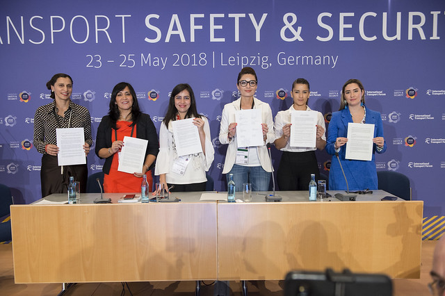 """The signing of the """"Women in Movement"""" declaration of commitment"""