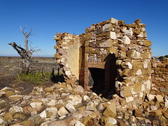 Hammond. Ghost town of the Willochra Plains. The ruins of William Hudson's stone house and fireplace. He was the first Post Master and then grain buyer in the 19th century town. (denisbin) Tags: hammond ghosttown kan garoo joey ruin hudson fireplace