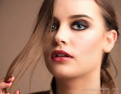Portrait en studio (landrebeatrice) Tags: portrait femme mode mannequin studio regard yeux