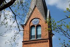 Sonniger Montag Nachmittag (Sockenhummel) Tags: groszieten grosziethen kirche turm kirchturm uhr clock himmel tower gebäude fuji xt10