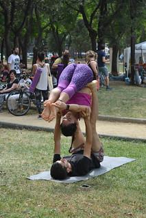 Acroyoga en el Día mundial del yoga 2018