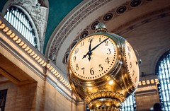 ...just missed it (kareszzz) Tags: grand central terminal clock ny nyc manhattan grandcentralterminalclock grandcentral grandcentralterminal architecture details contrast colours colors canon6d ef24105 goldenlight indoor availablelight composition photowalk travelphotography yellow us usa america time landmarksofnewyork