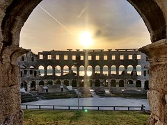 Okno (aiva.) Tags: croatia istria pula hrvatska sunset istra balkan coliseum arena amphitheater jadran adriatic ruins antic architecture