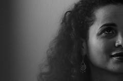 Foto-Arô Ribeiro-9050 (Arô Ribeiro) Tags: pho blackwhitephotos photography laphotographie bw bnw blackandwhite blackandwhiteportrait portrait candidportrait arte fineart retrato nikond40x nikond7000 thebestofnikon nikon pretoebranco pb
