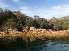 Rocky shore (Baractus) Tags: freycinet national park tasmania australia saffire schouten island half day experience boat trip inala nature tours