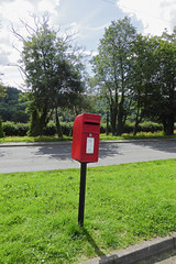 Elizabeth 2 cypher pole box Dorlangogh Brecon 10.08.2017 (2) (The Cwmbran Creature.) Tags: po p o gpo g general post office letter red street furniture heritage great britain united kingdom gb uk