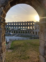 Trail in the window (aiva.) Tags: croatia istria pula hrvatska istra arena coliseum jadran adriatic ancient ruins architecture sunset balkan amphitheater antic