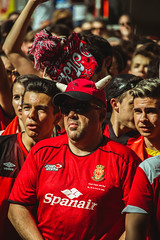 _MG_0344 (sergiopenalvagonzalez) Tags: rcdmallorca futbol football ball people ambiente palma palmademallorca aficion pasion rojo negro ib3 diariodemallorca sergiopenalvagonzalez sergiopenalvag gente emocion nervios ascenso alegria