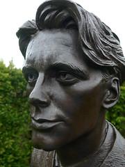 Rupert Brooke, Paul Day, Bronze, 2006 (jacquemart) Tags: rupert brooke paul day bronze 2006 the garden heroes villains warwickshire
