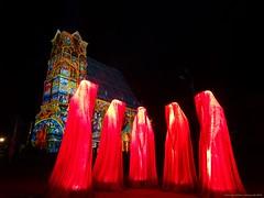 Festival of Lights 2018 (Zwickau) - Wächter der Zeit an der Katharinenkirche (cd.berlin) Tags: kielnhofer manfredkielnhofer guardiansoftime wächterderzeit skulptur sculpture timeguardians sonyhx90v zwickau 900jahre sachsen saxony städtetrip stadtansichten deutschland germany festivaloflights2018 festivaloflights fol lightfestival fetedeslumieres illumination lightpainting projection citylights lightart lightphotography lightjunkies nighttime nightphotography nights picofthenight nightshot colorful colours livecolorfully colorsplash coloursplash artlover publicart urbanromantix cityview sightseeing urbanandstreet urbanart wunderschön traveler travelandlife photographylover positivevibes atmosphere katharinenkirche kirche nofilter cdberlin