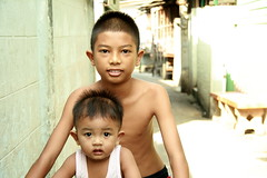 boys on a bicycle (the foreign photographer - ฝรั่งถ่) Tags: two boys bicycle khlong thanon portraits bangkhen bangkok thailand canon