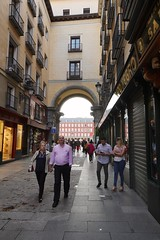 Entering Plaza Mayor, Madrid (Joe Lewit) Tags: madrid variosonnart281635 plazamayor entrance archway