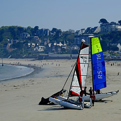 Perros-Guirec, France (pom'.) Tags: lanniontrégorcommunauté lannion côtesdarmor 22 bretagne france europeanunion beach sea atlanticocean océanatlantique boat sail 2018 sailing panasonicdmctz101 perrosguirec 100 200 may 5000 300