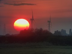 Setting (andystones64) Tags: sun sunset setting sky cloud turbines pylons solar power trees fields countryside alignment view scunthorpe lincolnshire northlincolnshire northlincs nlincs horizon