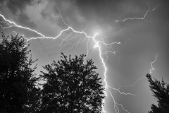 Seen from below (ZeGaby) Tags: blackandwhite champagne lightning marne naturephotography noiretblanc orages pentax2470mm pentaxk1 thunderstorm fontainesuray grandest france fr