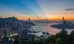 Sunset over Victoria Harbour (Chihim Chun) Tags: 寶馬山 braemarhill victoriaharbour