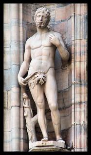 Adamo con il serpente, statua del Duomo di Milano