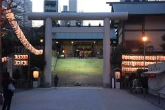 tokyo7195 (tanayan) Tags: urban town cityscape tokyo japan nikon v3 東京 日本 shrine evening shiba 芝 minato 港区