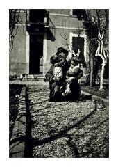 il nonno Filippo con i gemelli - Vicenza aprile 1937 (dindolina) Tags: photo fotografia blackandwhite bw biancoenero monochrome monocromo vintage family famiglia history storia gemelli twins vignato filippovignato italy italia veneto vicenza 1937 1930s thirties annitrenta