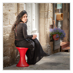 Black lady | Red chair (sdc_foto) Tags: sdcfoto street streetphotography color pentax pentaxart k1 france lady red view black chair