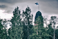 Ilosaari - Joensuu (Sami Niemeläinen (instagram: santtujns)) Tags: joensuu suomi finland ilosaari pielisjoki kesä summer lippu flag kaupungintalo eliel saarinen tower torni