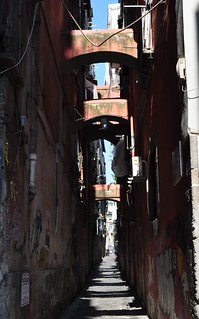 Vicolo napolitain, via dei Tribunali, Naples, Campanie, Italie.