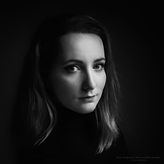 Naomi (Passie13(Ines van Megen-Thijssen)) Tags: naomi portrait portret girl woman canon netherlands blackandwhite bw sw zw zwartwit monochroom monochrome monochrom fineart inesvanmegen inesvanmegenthijssen bestportraitsao