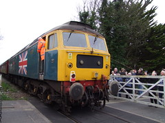 47580 trails the Mayflower tour over Station Road level crossing in Leiston 15-04-18 (APB Photography™) Tags: class47 47580 knodishall saxmundhamroad mayflower charity tour