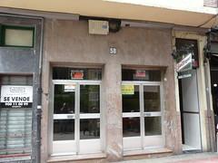 Placa franquista retirada en el portal nº 58 de la Avenida de Gipuzkoa.