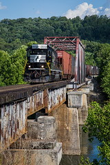 T35 Clinton (Peyton Gupton) Tags: ns norfolk southern clinton t35 jellico local bridge