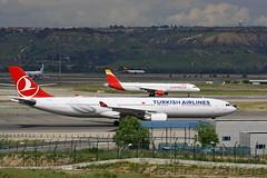 TC-LNE Shuttle EC-JDM (Martin J. Gallego. Siempre enredando) Tags: airbus airplane planespotting plane avion aeropuertoadolfosuarezmadridbarajas aeropuertodemadridbarajas martinjgallego mad madrid lemd iberianspotters taxiing taxi tclne ecjdm turkish turkishairlines iberiaexpress a330 airbusa330 airbus330 a321 a320family airbusa321 airbus321 barajas