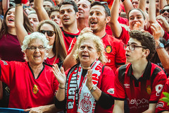 _MG_1025 (sergiopenalvagonzalez) Tags: rcdmallorca futbol football ball people ambiente palma palmademallorca aficion pasion rojo negro ib3 diariodemallorca sergiopenalvagonzalez sergiopenalvag gente emocion nervios ascenso alegria