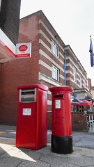 George V cypher B type post pillar box outside Post Office Kings Road West Swanage 26.08.2018 (The Cwmbran Creature.) Tags: po p o gpo g general post office letter red street furniture heritage great britain united kingdom gb uk