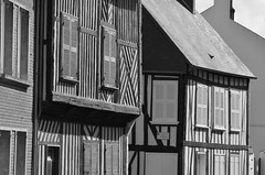 Saint-Valery-sur-Somme 27 May 2018 001 (paul_appleyard) Tags: france baie somme saint valery sur saintvalerysursomme may 2018 colombages halftimbered wooden frame houses black white