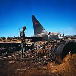 8-7-1967 Xác pháo đài bay B-52 rơi gần Căn cứ Không quân Đà Nẵng thumbnail