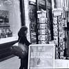 20210518 (photo & life) Tags: paris france ville city rue street streetphotography blackandwhite noiretblanc jfl photography photolife™ argentique film 35mm 135 canona1 rolleirpx100 squareformat squarephotography humanistphotography