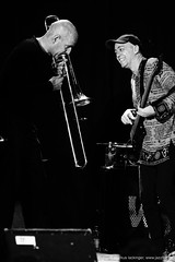 Christophe Schweizer: trombone / Glauco Solter: bass (jazzfoto.at) Tags: sony sonyalpha sonyalpha77ii alpha77ii sonya77m2 inntöne inntöne2018 diersbach sauwald jazzambauernhof jazzfestival musiker musik music bühne concerto concierto конце́рт wwwjazzfotoat jazzfoto jazzphoto markuslackinger jazz jazzlive livejazz konzertfoto concertphoto liveinconcert stagephoto blitzlos ohneblitz noflash withoutflash sw bw schwarzweiss blackandwhite blackwhite noirblanc bianconero biancoenero blancoynegro zwartwit pretoebranco