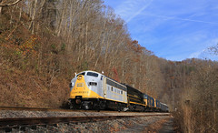 Finally sun on the 800 (GLC 392) Tags: ervinton nora mcclure sun sky blue va virginia thanks bro russel fork city hill mountain light crr clinchfield 800 csx csxt railroad railway train emd sd45 sd452 f40ph 2017 santa express 75th anniversary 3632 9992 9999 load out holler hollar trees christmas merry passenger vlix vintage locomotive works southern appalachian museum f3au fp7a sbvr road tree bridge water forest grass clinchco car