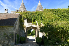 Oise Picardie France ( photopade (Nikonist)) Tags: vez château châteaufort architecture apple affinityphoto afsdxvrzoomnikkor1685mmf3556ged oise imac végétation verdure nikond300 nikon