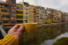 With the view of the river// Con vistas al río (Mireia B. L.) Tags: 52anònimos 52anónimoscoffeetime coffee girona onyar 7dwf urbanlandscape catalonia