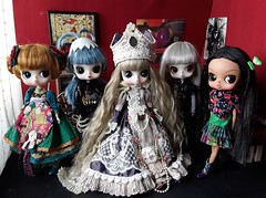 Quien falta? (Lunalila1) Tags: doll groove byul llegadas romantic queen paradis rhianon humpty dumpty tiger lily babette nube blanca white cloud indian group kinder