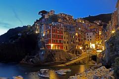 Riomaggiore (rogilde - roberto la forgia) Tags: riomaggiore liguria mare sea esposizione cinqueterre italy italia sere sera night notte blu luce golfo poeti