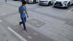 Zombies dos telemóveis com faixa pedonal na China (Informatico.pt) Tags: diversos china faixa pedonal smartphones telemóveis têm zombies
