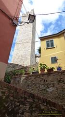 P1540573 (bebsantandrea) Tags: arcola centrostorico vicoli piazza chiesa torre pentagonale liguria lunigiana valdivara storia borgo collina panorama