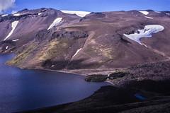 Laguna Azul (Mono Andes) Tags: andes chile chilecentral regióndelaaraucanía parquenacionalvillarrica lagunaazul canogastour canogas1995 volcánquetropillán campamento regióndelosríos