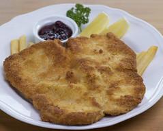 Wiener Schnitzel (DocAdvert) Tags: wienerschnitzel vienna schnitzel porkcutlet pork dinner lunch german austrian breadcrumbed frenchfries lemon docadvert ollikramp canon