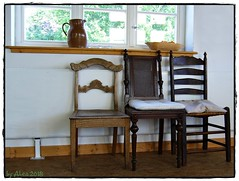Sittin' and thinkin' (Alea ♥) Tags: raum room inside chair stuhl fenster window wand wall weis white holz wood licht light krug jug alea♥