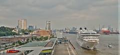 Maritimes Hamburg (Körnchen59) Tags: hamburg hafen port harbour maritim kreuzfahrtschiff seabournovation körnchen59 elke körner pentax ks2