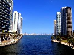 Miami River (Yalila Guiselle) Tags: miami river blue walk portflorida